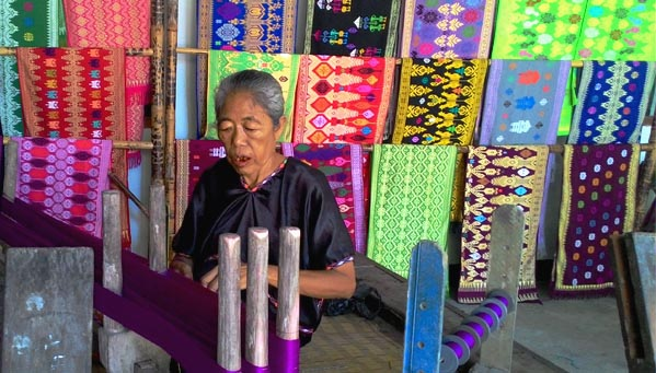 working the lombok woven